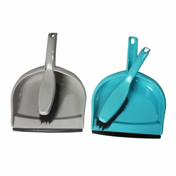 Sweeping shovel with rubber edge